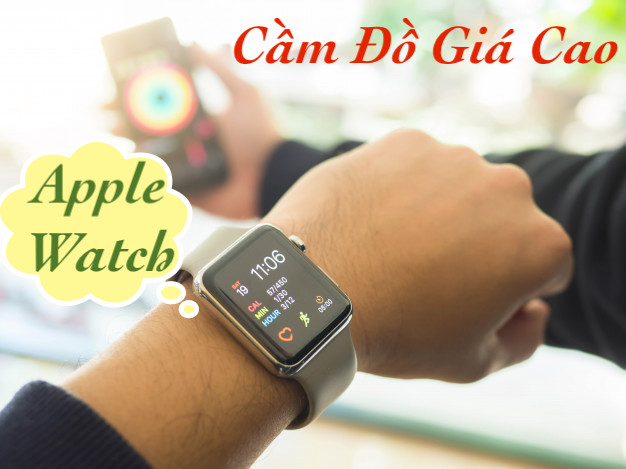 Cầm Apple Watch